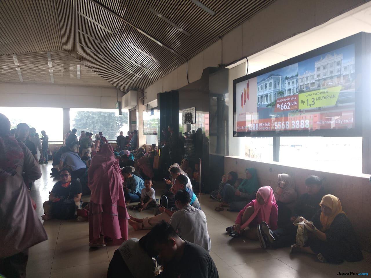 Penumpukan Penumpang, PT KCI: Rute KRL Lintas Tanah Abang Terganggu