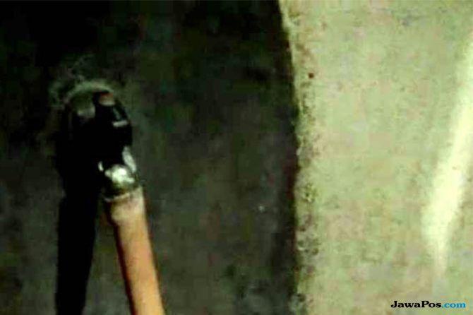 Polisi Temukan Bukti Pencemaran Air PDAM di Solo yang Berwarna Merah