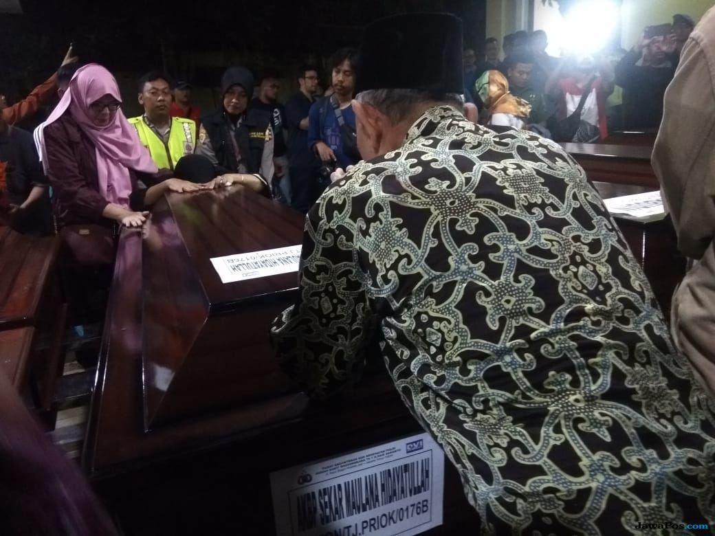 Polri Beri Penghormatan Terakhir Untuk AKBP Sekar Maulana