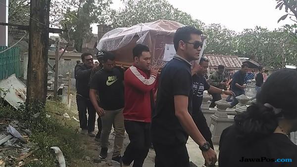 Ratusan Pelayat Iringi Pemakaman Korban Bom Surabaya di Solo