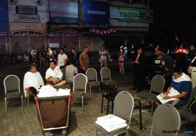 Saat Makan Malam, Warga Mataram Dikejutkan Gempa Susulan 7 SR
