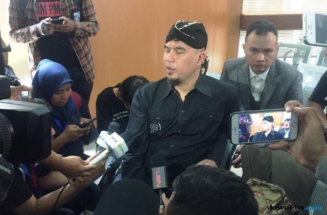Ahmad Dhani Tanggapi Santai Penundaan Sidang Ketiga Kalinya