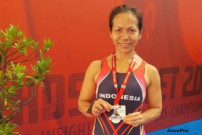 Sahari Dumaini Sinamo, Atlet Angkat Besi, Kejuaraan Dunia, Medali Perak