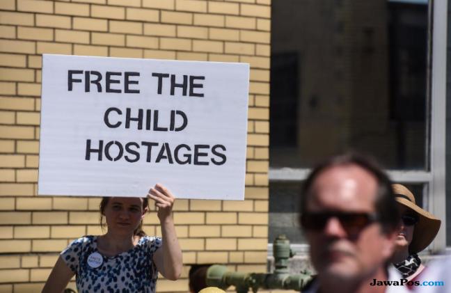 Trump Pisahkan Anak-anak dari Orang Tua Migran, Melania: Saya Tak Suka