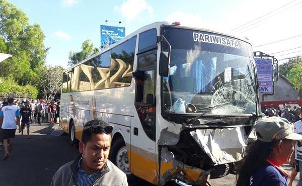 laka maut, depan gwk, bus pariwisata, satu nyawa melayang, polresta denpasar
