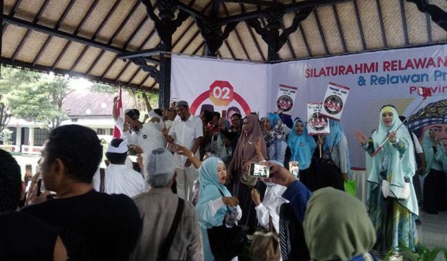pilpres 2019, prabowo - sandi, relawan emak-emak, presiden jokowi