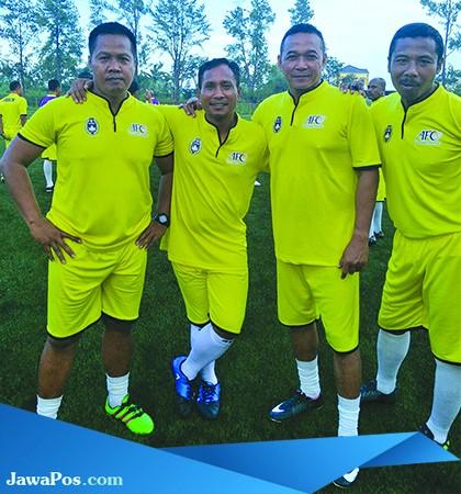 BERSAING: Bagong Iswahyudi (kiri) bersama rekan-rekannya saat mengikuti pelatihan pelatih lisensi B AFC di Sawangan, Jakarta.