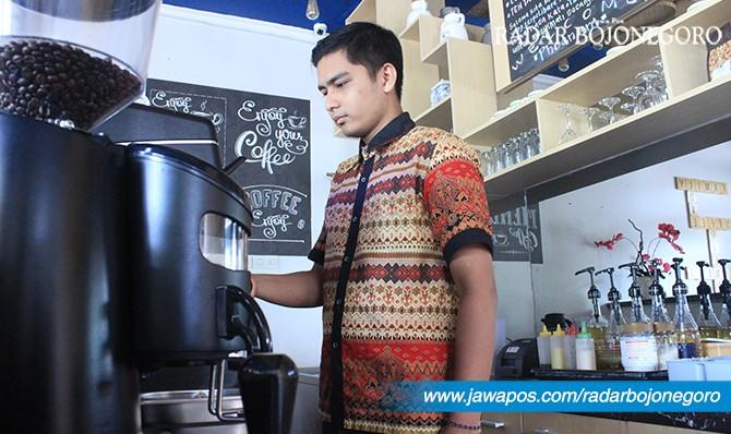 SAMBUT RAMADAN: Salah satu kafe menyiapkan menu bukber untuk mendongkrak pemasukan.