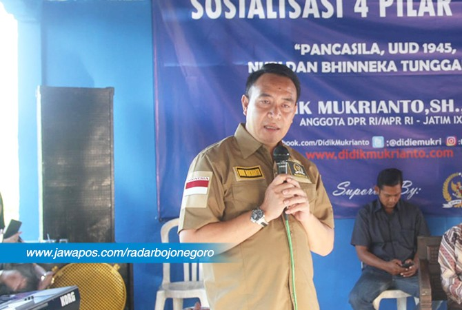KAWAL NKRI : Didik Mukrianto, SH, MH, anggota MPR RI dari daerah pemilihan Jatim IX (Bojonegoro-Tuban) saat sosialisasi empat pilar MPR RI di Tuban.