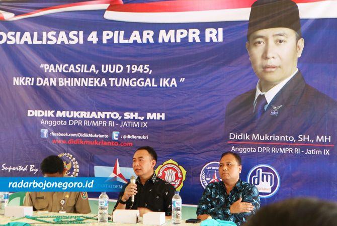 DEKAT DENGAN PEMUDA : Didik Mukrianto, anggota DPR-MPR RI dari dapil Bojonegoro-Tuban ketika sosialisasi 4 Pilar MPR RI di Tuban, Rabu (7/11).
