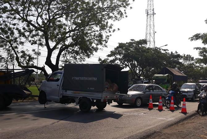 SEMPAT TERSENDAT: Arus lalulintas akibat kecelakaan