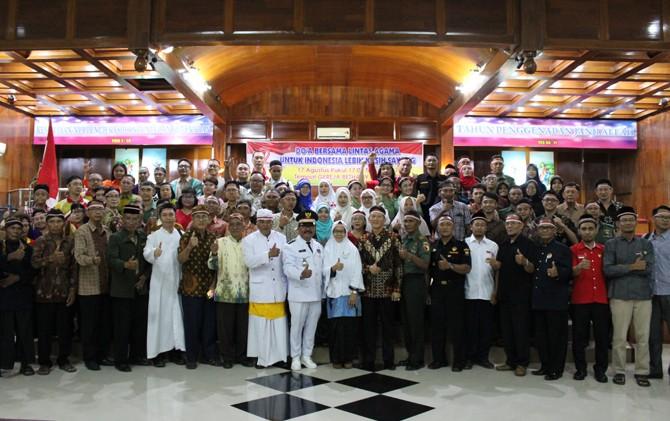 RUKUN: Peserta doa bersama di gereja Bethany Jombang.