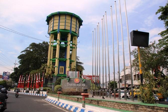 Kondisi tiang di Taman Asean yang kosong tanpa bendera