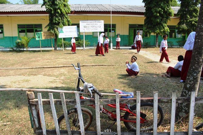 Ilustrasi: Kegiatan istirahat siswa SDN Sumberaji, Kecamatan Kabuh