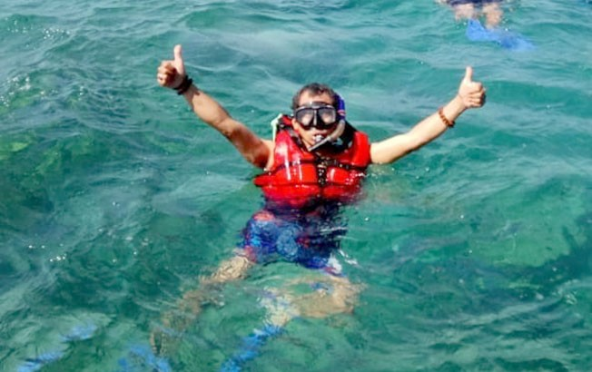 BENING: Air di perairan Karimunjawa terlihat bening hingga terlihat terumbu karang.
