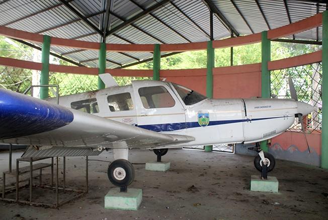 TAK ADA YANG BERKUNJUNG: Kondisi wahana pesawat di Pantai Kartini Jepara tidak terawat. Belum ada rencana perbaikan atau pemugaran dari Pemkab Jepara.