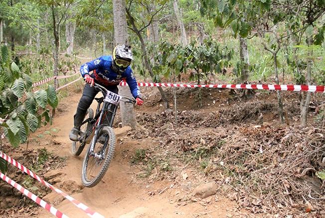 LANGGANAN KEJUARAAN: Trek downhill di Desa Ternadi kembali dipakai sebagai arena Indonesia Downhill seri kelima kemarin dan hari ini.