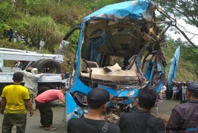 Video Viral Sopir Bus Pariwisata Maut Kabur Dan Tak Mau Ditolong