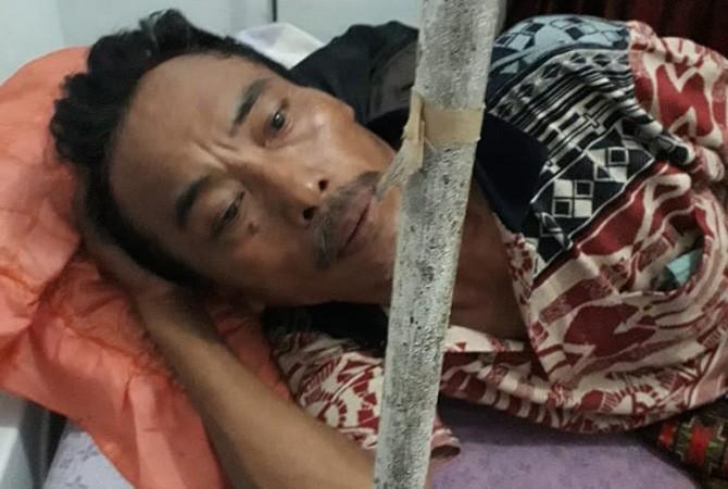 SAKIT DADA: Terduga korban penganiayaan oknum anggota Polsek Sreseh dirawat di puskesmas.