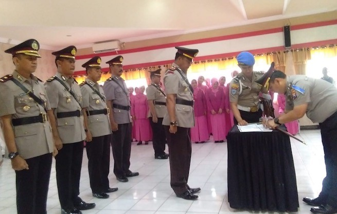 MUTASI : Kapolres Bangkalan AKBP Boby Pa'ludin Tambunan memimpin Sertijab sejumlah perwira di Mapolres setempat, Rabu (7/11).
