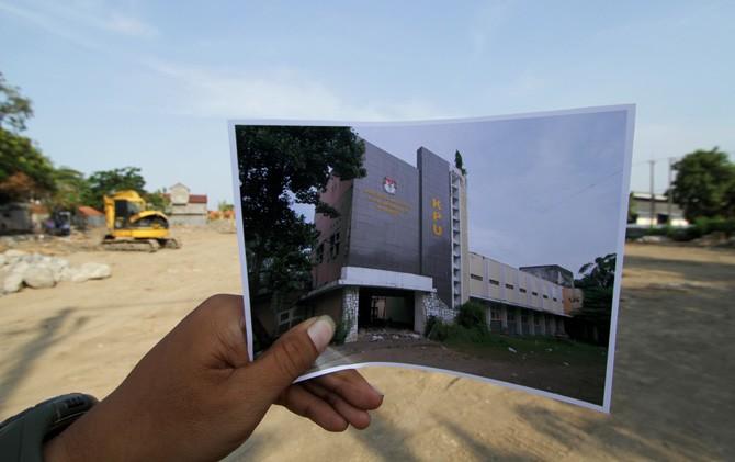 Lembaran foto bergambar gedung SPMA yang pernah dimanfaatkan untuk kantor KPU Kab. Mojokerto.