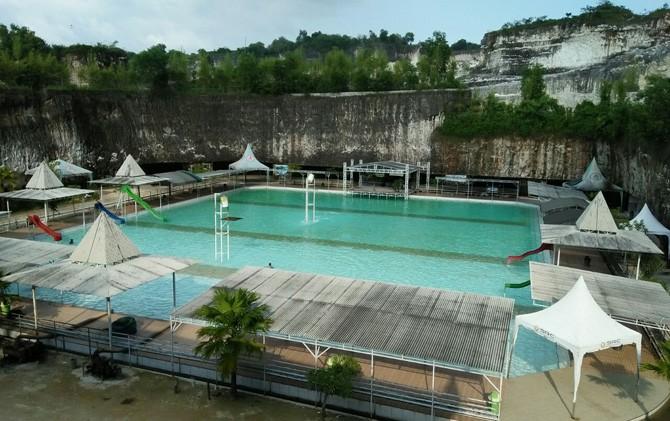 Kolam renang di antara destinasi di Bukit Jaddih jadi jujukan favorit pengunjung.