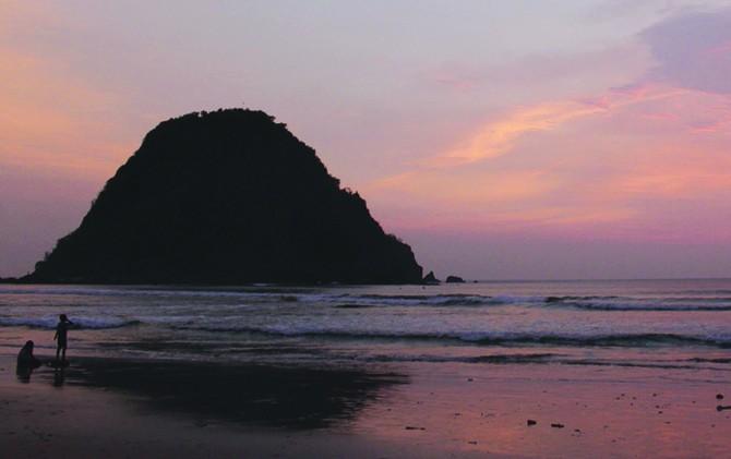 Pantai Pulau Mera menjadi salah satu destinasi wisata unggulan Banyuwangi.