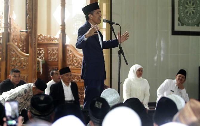 Presiden Jokowi saat menyampaikan sambutan di Pondok Pesantren Amanatul Ummah, Kembangbelor, Pacet, Mojokerto.