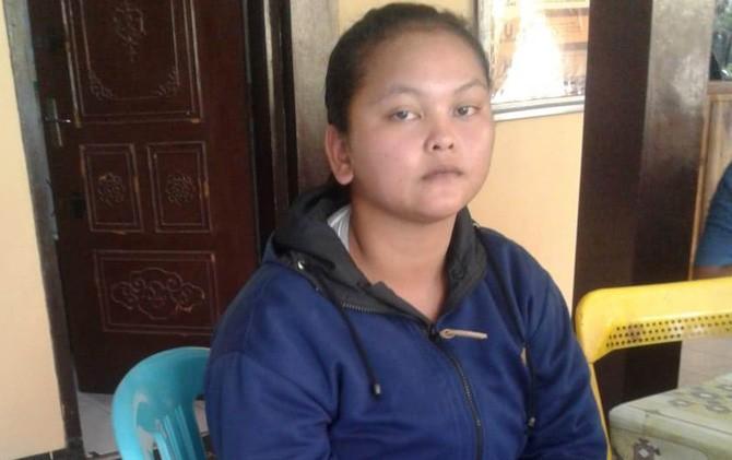 Yani Arita Pancanilawati saat diamankan polisi di Polres Mojokerto.