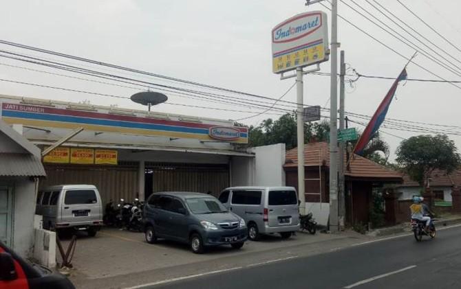 Indomaret di Jalan Raya Bypass Desa Watesumpak, Kecamatan Trowulan, Kabupaten Mojokerto lokasi pembobolan mesin ATM BCA.