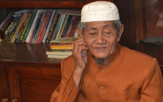 KH. Chusaini Ilyas, Pengasuh Pondok Pesantren Salafiyah Al Misbar, Dusun Karangnongko, Desa Mojoranu, Kecamatan Sooko, Kabupaten Mojokerto.