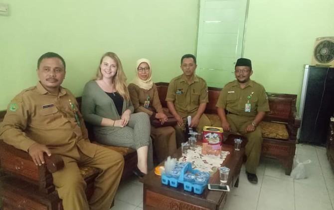Bule Amerika Mengajar Bahasa Inggris di Madrasah Aliyah