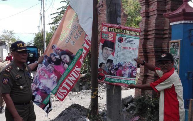 Bawaslu dan satpol PP melakukan penertiban APK di kawasan Magersari. Langkah ini akan dilanjutkan ke Kecamatan Kranggan dan Prajurit Kulon.