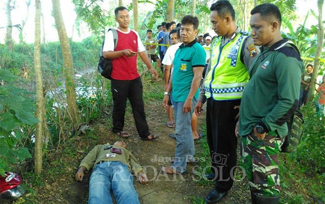 Penemuan mayat di tanggul Sungai Gamping, Dusun Jonggo, Desa Karangasem, Kecamatan Cawas, Jumat pagi (13/4).