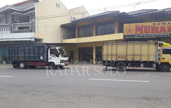 Jalan Mangunsarkoro, Kecamatan Banjarsari yang sempat menjadi lokasi kericuhan suporter, Sabtu dini hari (14/4).