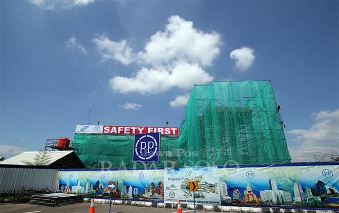 Proyek pembangunan kereta bandara di Bandara Internasional Adi Soemarmo Solo.