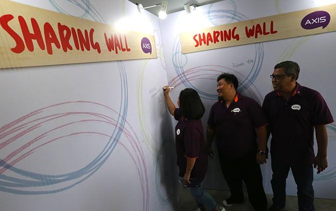 WADAH KREATIVITAS: AXIS Pop-Up Station di Bandung.