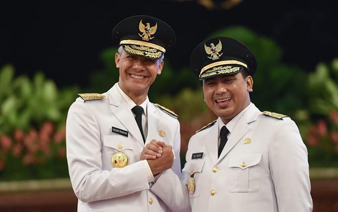 TANTANGAN BARU: Ganjar Pranowo dilantik Presiden Joko Widodo sebagai gubernur Jateng periode 2018-2023 di Istana Merdeka.