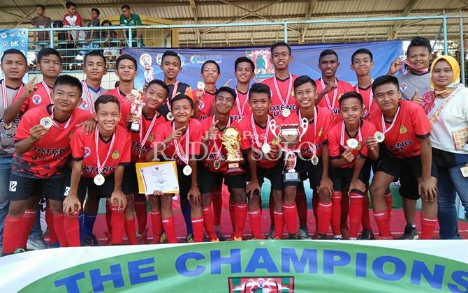 UNJUK GIGI: SSB R2 saat memastikan menjadi juara Piala Menpora Ku-14 di Stadion Ngurah Rai, Denpasar, Bali