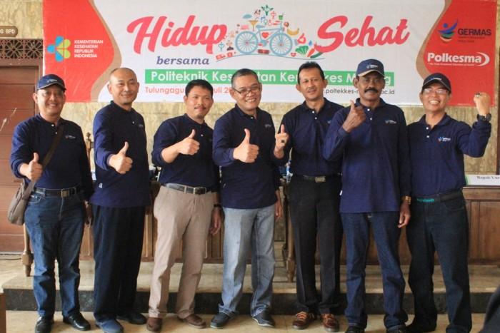 KOMPAK: Direktur Poltekkes Malang Budi Susatya (dua dari kiri) bersama pemerintah daerah dukung program Germas.