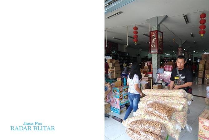 Snack curah komplet harga grosir di Samudra Jaya Jalan Mawar 9, Kota Blitar.