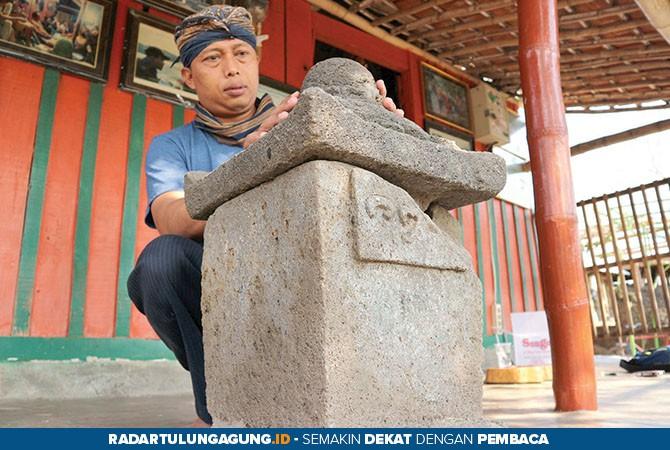 TULUS: Agus Utomo menunjukkan Watu Joli yang sudah kembali ke Gunung Budheg, kemarin (16/10).