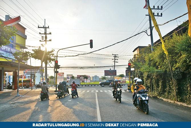 STARGETIS: Simpang tiga Widowati, salah satu spot pemasangan baliho yang diminati lantaran lokasinya cukup ramai.