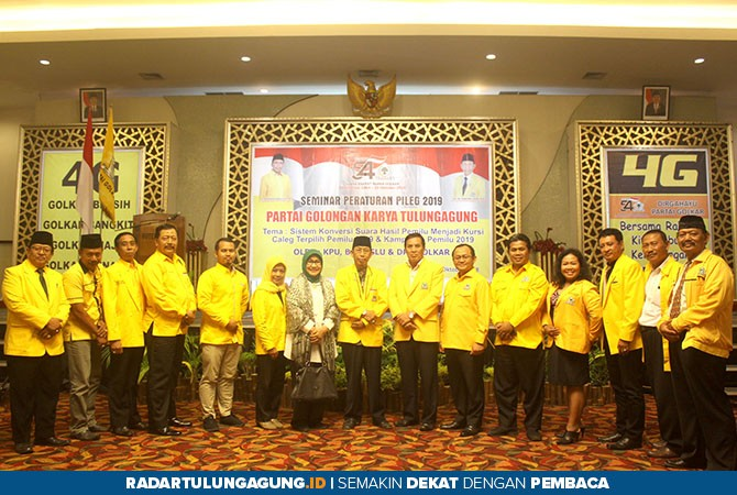 KOMPAK: Kader Golkar Kabupaten Tulungagung berfoto bersama setelah kegiatan seminar di Hotel Istana kemarin (28/10).