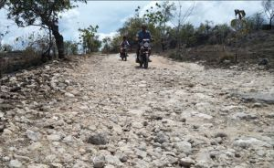 Jalan Desa di Sumenep Rusak Parah Tak Kunjung Diperbaiki