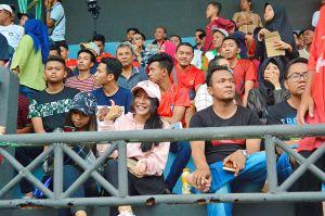 Suporter Keluhkan Penerangan Stadion A. Yani