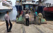 Bikin Geram Polisi karena Tidur Di Jembatan, Puluhan Bonek Dipulangkan