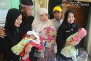Bayi Kembar Lahir Normal, Banyak yang Rebutan Mengadopsi