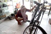 Kerja Tukang Tambal Ban, Nenek Mariyam Masih Sempat Urus Suami Sakit