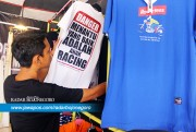 Daya Beli Kaus Tema Balap Meningkat